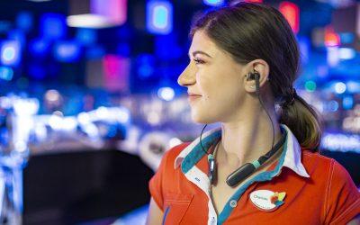 Bruit dans les attractions : comment le Futuroscope assure le bien-être de ses animateurs